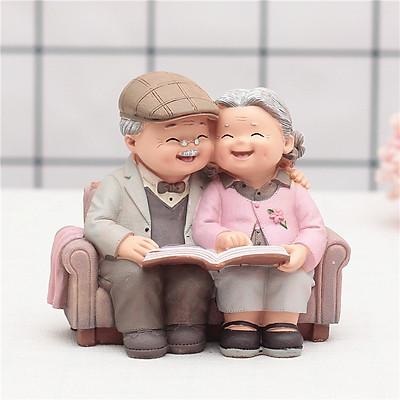 Tượng Ông Bà Đọc Sách