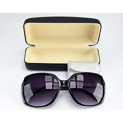 Mắt kính mát nữ thời trang form oval vuông màu đen khói, chống tia UV. Mã DKY8803KH