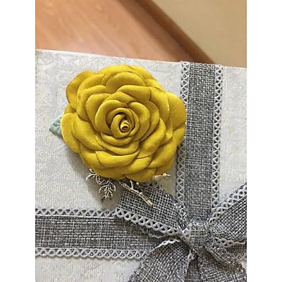 Hoa cài áo handmade cành hồng nhí vải gấm - màu vàng tươi