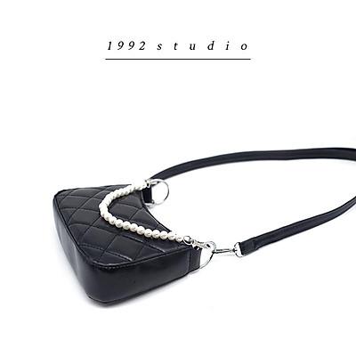 Túi xách nữ/1992 s t u d i o/ / MINI PEARL BAG/ đeo chéo màu đen hoạ tiết trám dễ thương