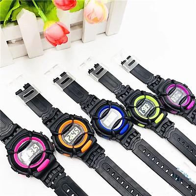 Đồng hồ điện tử ULTIMATE SPORT Lte5 trẻ em dây nhựa viền đen,hiển thì giờ và ngày tháng,dây nhựa phù hợp với trẻ.