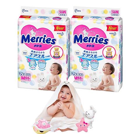 Combo 2 Tã Dán Merries M64 tặng khăn tắm sợi tre hình thỏ đáng yêu và đồ chơi tắm Toys House 1