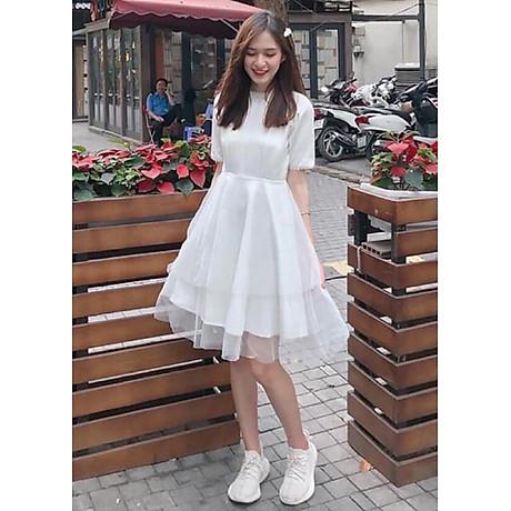 Đầm trắng phối tay ngọc dự tiệc 1