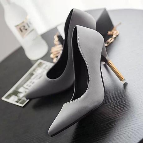 Giày cao gót trơn màu mũi nhọn quý phái 1
