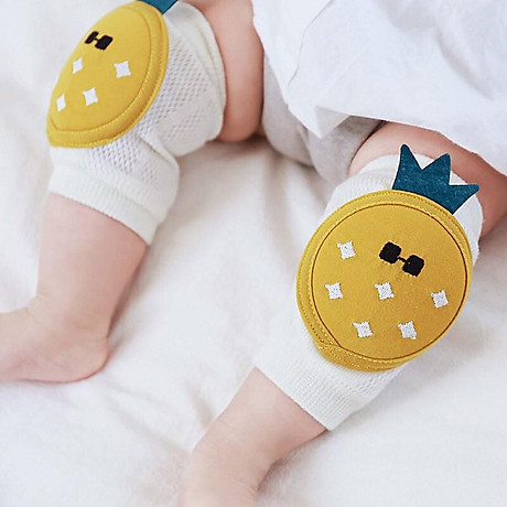Bó gối tập bò chống đau chân cho bé 1
