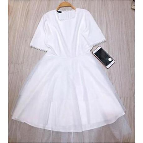 Đầm trắng phối tay ngọc dự tiệc 2