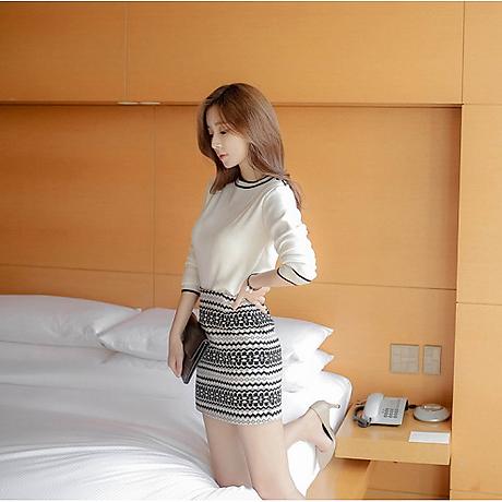 Set áo len trắng chân váy 5