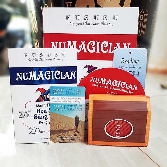 Combo Sách Fususu - Numagician - Đánh Thức Phù Thủy Trí Nhớ Trong Bạn - Đánh Thức Họa Sĩ Sáng Tạo Trong Bạn - Trọn Bộ Công Cụ Rèn Luyện Siêu Trí Nhớ - 52 Câu Nói Hay Tạo Động Lực Đựng Trong Hòm Kho Báu Fususu (Red)