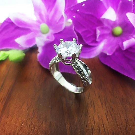 Nhẫn nữ ổ cao gắn đá kim cương nhân tạo Trang Sức Bạc QTJ - nu242