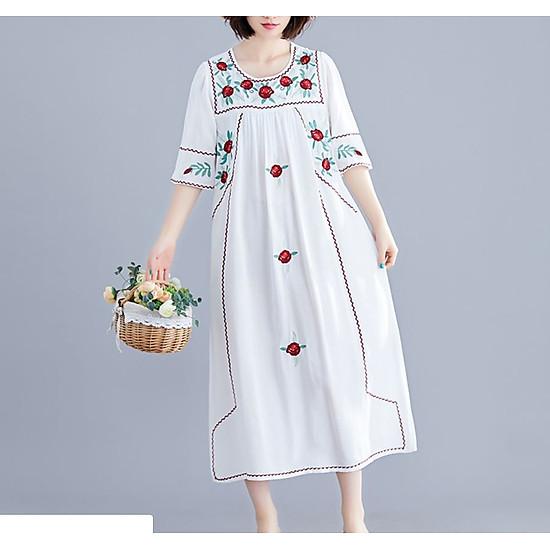 Đầm oversize thêu hoa sang trọng