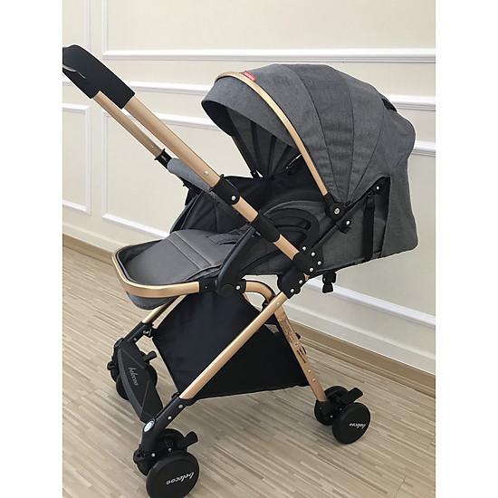 xe đẩy em bé 2 chiều 3 tư thế gấp gọn tiện lợi, thiết kế gầm cao chống khói bụi cho bé</s