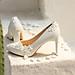 Giày cưới Nghé Art kim tuyến đính dãy hoa trắng 5 cánh 268