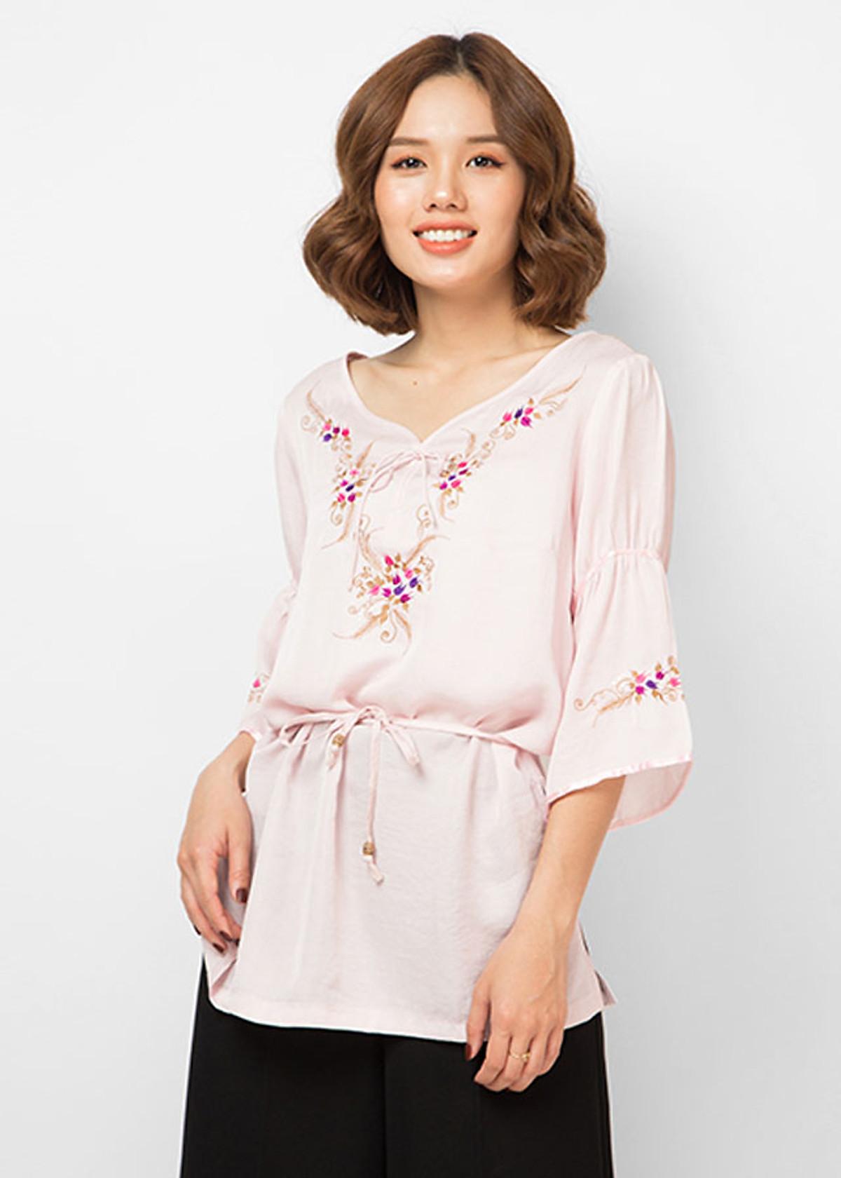 Áo Kiểu Nữ Thêu Hoa Màu Hồng Phấn S11