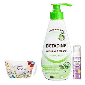 Bộ sữa tắm kháng khuẩn chiết xuất trà xanh và lô hội Betadine chai 500ml + Bọt vệ sinh phụ nữ Betadine 100ml (Tím) + Túi hoa Betadine [QC-Tiki]