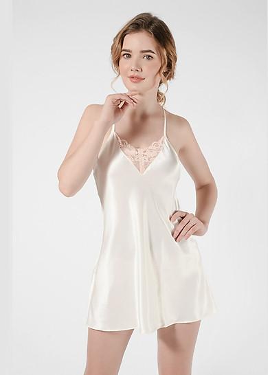 Đầm ngủ phi lụa Wannabe DN606 thiết kế ren lưng dáng bút chì độc đáo (Kem)
