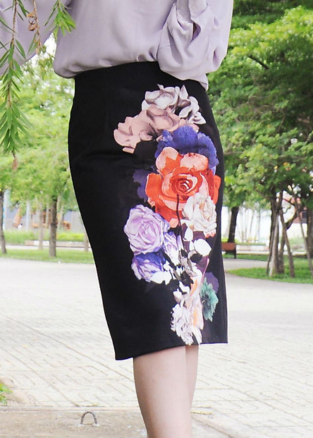 Chân Váy Nữ Họa Tiết Hoa F'Amor - Đen