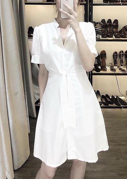 Đầm cổ trụ trắng thắt eo