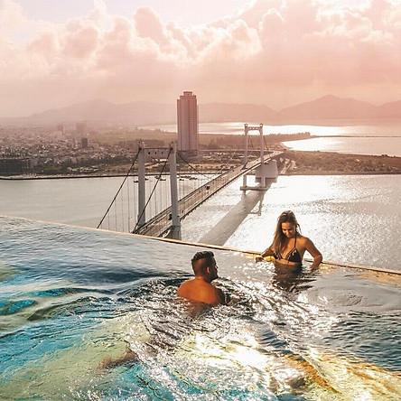 Golden Bay Hotel 5* Đà Nẵng - Buffet Sáng, Hồ Bơi Vô Cực Dát Vàng View Vịnh Đà Nẵng Cực Đẹp