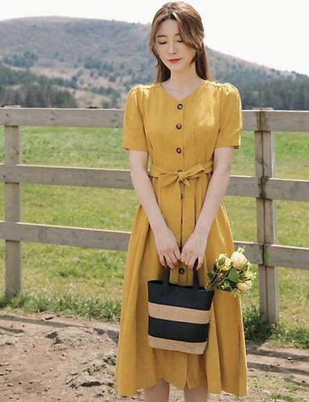 Đầm vàng cổ V thắt eo