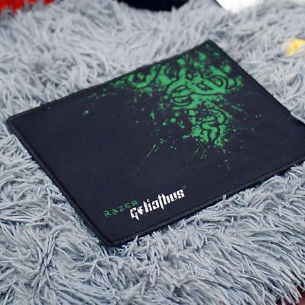 Tấm lót bàn di chuột, lót chuột chơi game cao cấp Razer cỡ nhỏ Size 20x25x0.4cm dùng cho Laptop và Desktop - Tặng Kèm Móc Khóa 4Tech - Hàng Chính Hãng.