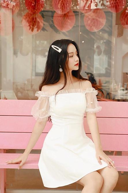 Đầm xòe trắng trễ vai xinh xắn