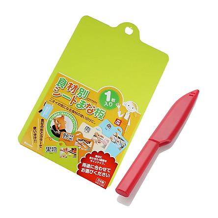 Combo Dao gọt hoa quả có nặp đậy kháng khuẩn + Thớt nhựa dẻo màu xanh lá nội địa Nhật Bản (giao màu ngẫu nhiên)