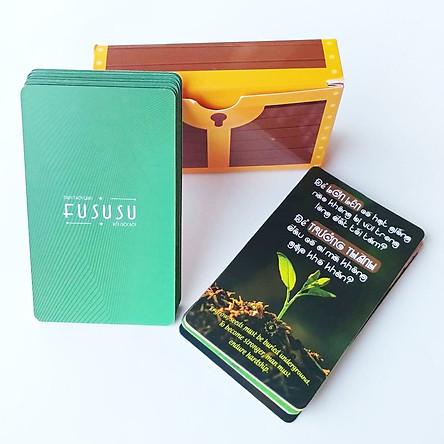 Bộ 52 Bookmark Độc Đáo - Fususu Card Green từ #1 tới #52 - Tuyển Tập Câu Nói Hay Tạo Động Lực - Hình Ảnh Châm Ngôn Ý Nghĩa Truyền Cảm Hứng Sống - Đựng Trong Hòm Kho Báu Sáng Tạo Dễ Thương