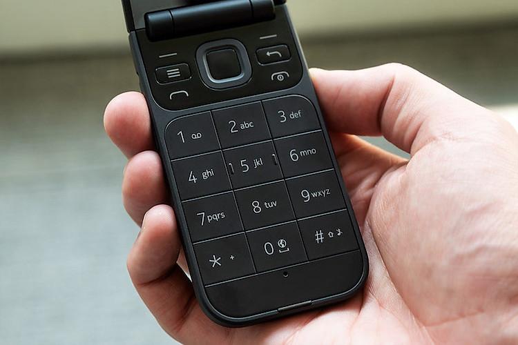 Điện thoại nắp gập Nokia 2720 Flip 2019 | Thiết kế bàn phím