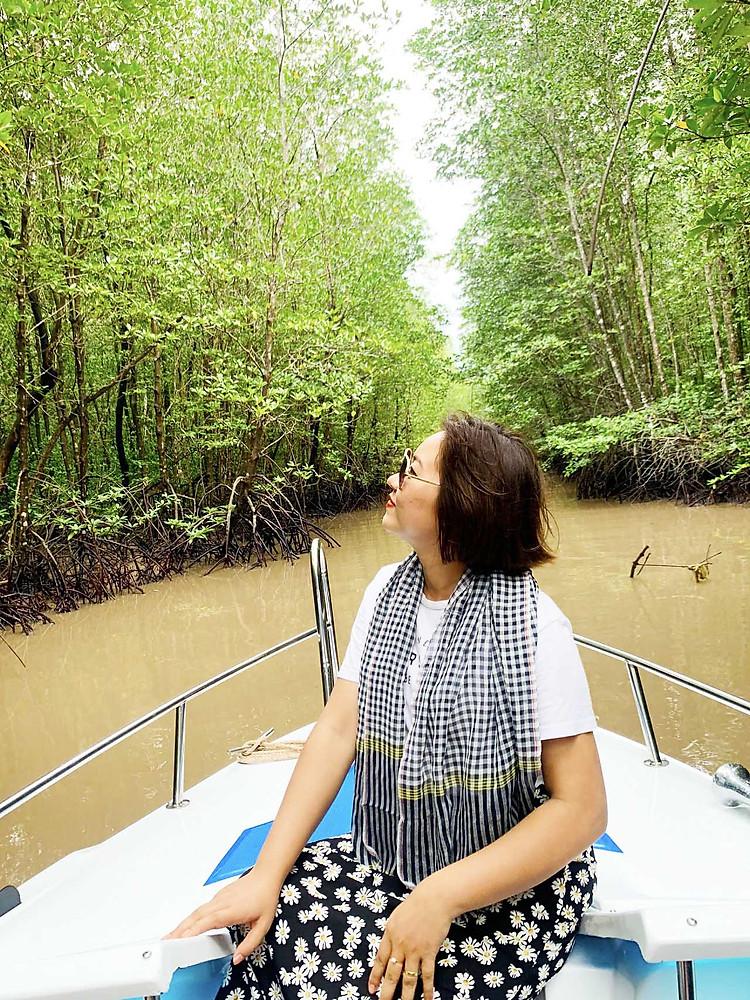Ca nô xuyên rừng ở Cà Mau