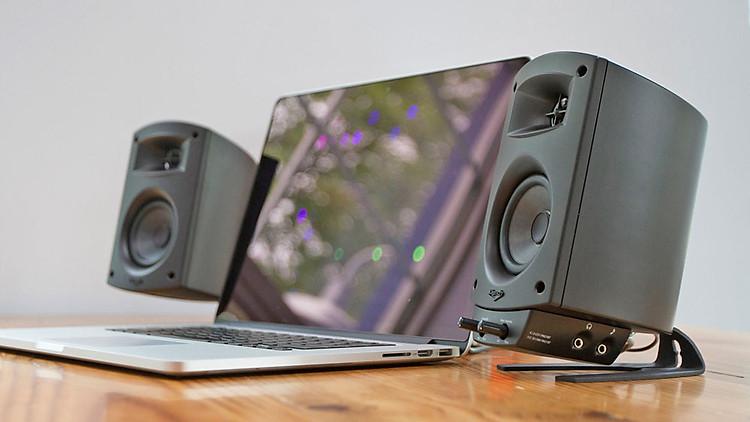 Tích hợp Bluetooth giúp Klipsch 2.1 BT kết nối dễ dàng với laptop.