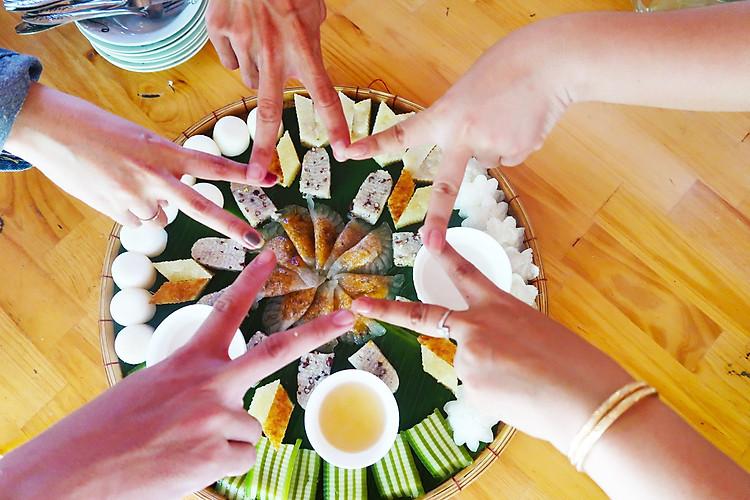 Trải nghiệm và thưởng thức bánh dân gian ở Cồn Sơn - tour miền Tây 4 ngày 3 đêm