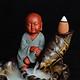 Thác khói trầm hương để bàn tặng 3 nụ trầm sư tiểu bên hồ sen tu sĩ đồ gốm sứ tráng men