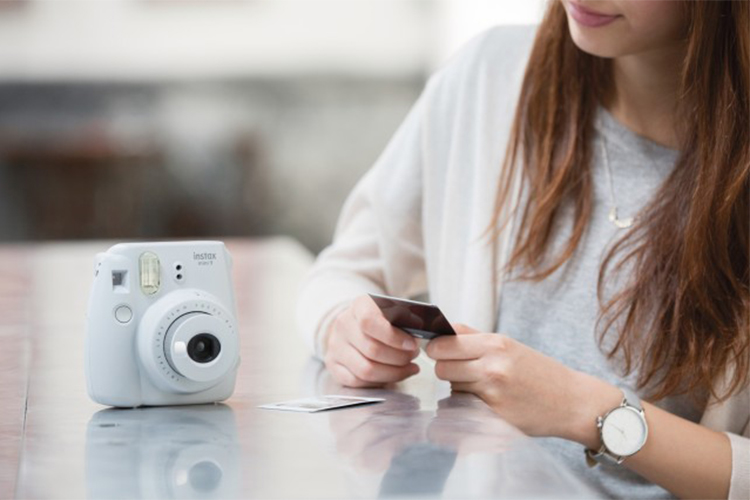 Máy Ảnh Selfie Lấy Liền Fujifilm Instax Mini 9 - Smoky White - Hàng Chính Hãng