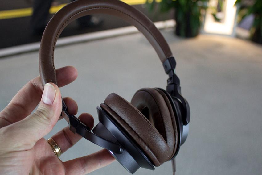 Tai Nghe Chụp Tai Audio Technica ATH-SR5 - Hàng Chính Hãng