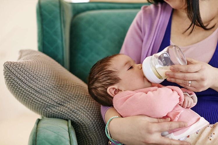 Bình Sữa Thủy Tinh Philips Avent SCF671/13 (120ml)