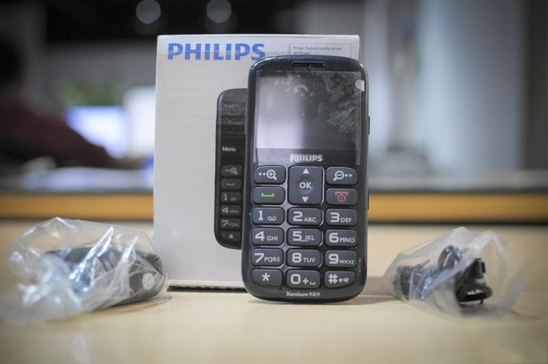 Điện thoại Philips X2566 cùng các phụ kiện
