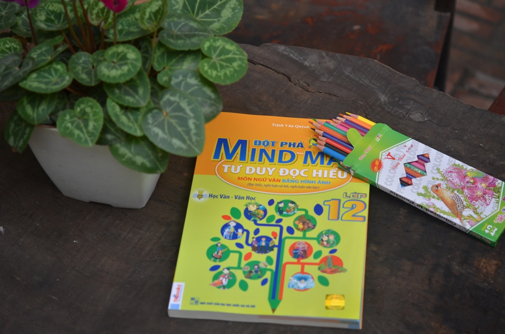 Đột Phá Mindmap - Tư Duy Đọc Hiểu Môn Ngữ Văn Bằng Hình Ảnh Lớp 12 (Tặng kèm Hộp chì 12 màu)