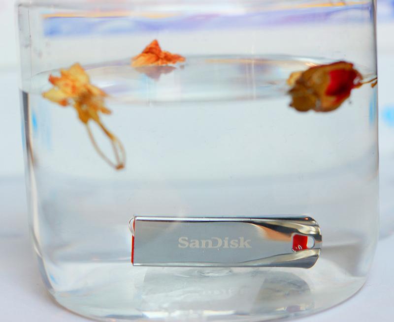 USB 2.0 SanDisk Cruzer Force CZ71 16GB  = 105.000 ₫