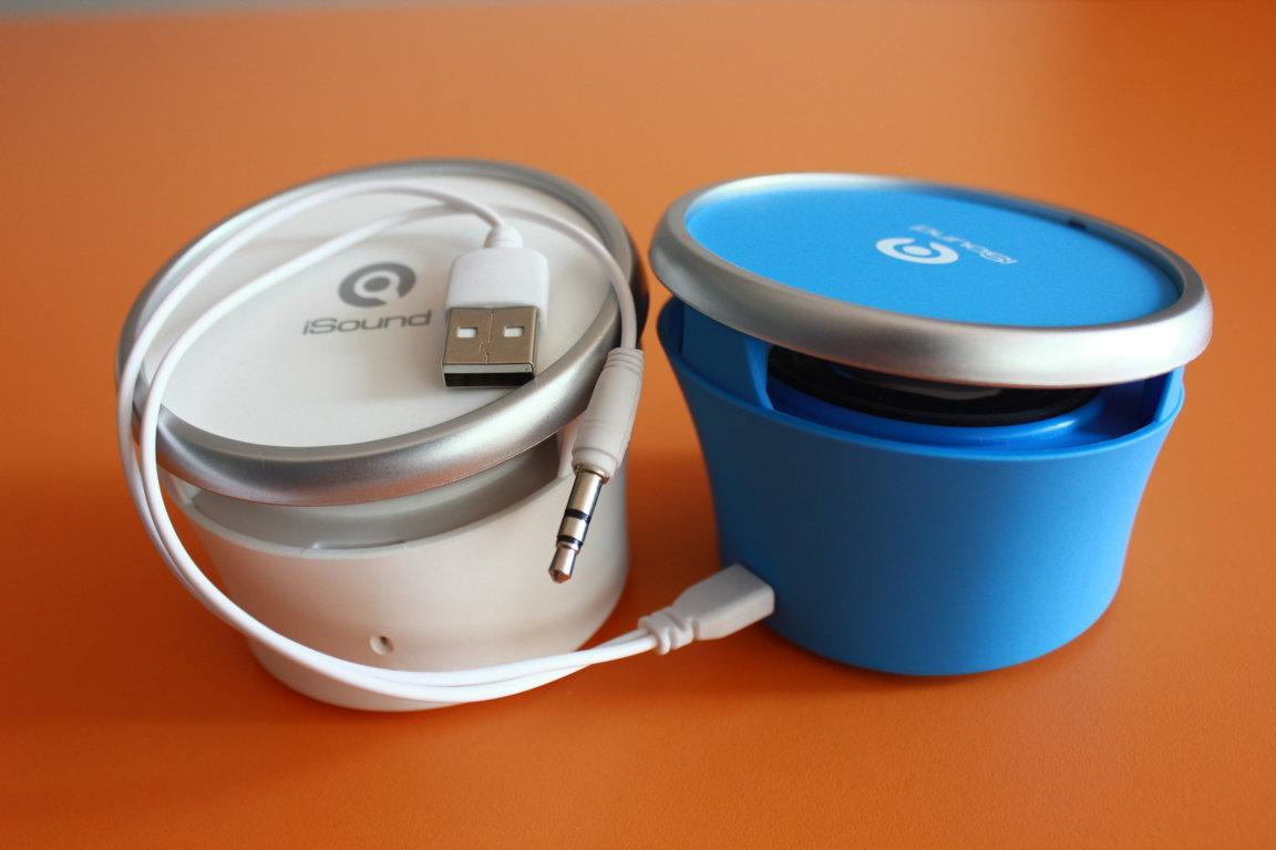 Loa được thiết kế nhỏ gọn, kết nối thiết bị bằng Bluetooth và cổng 3.5mm