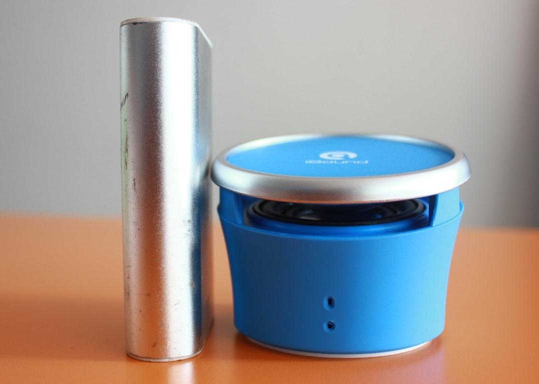 Loa được thiết kế rất nhỏ gọn, tiện lợi hơn cho bạn khi nghe nhạc ngoài trời