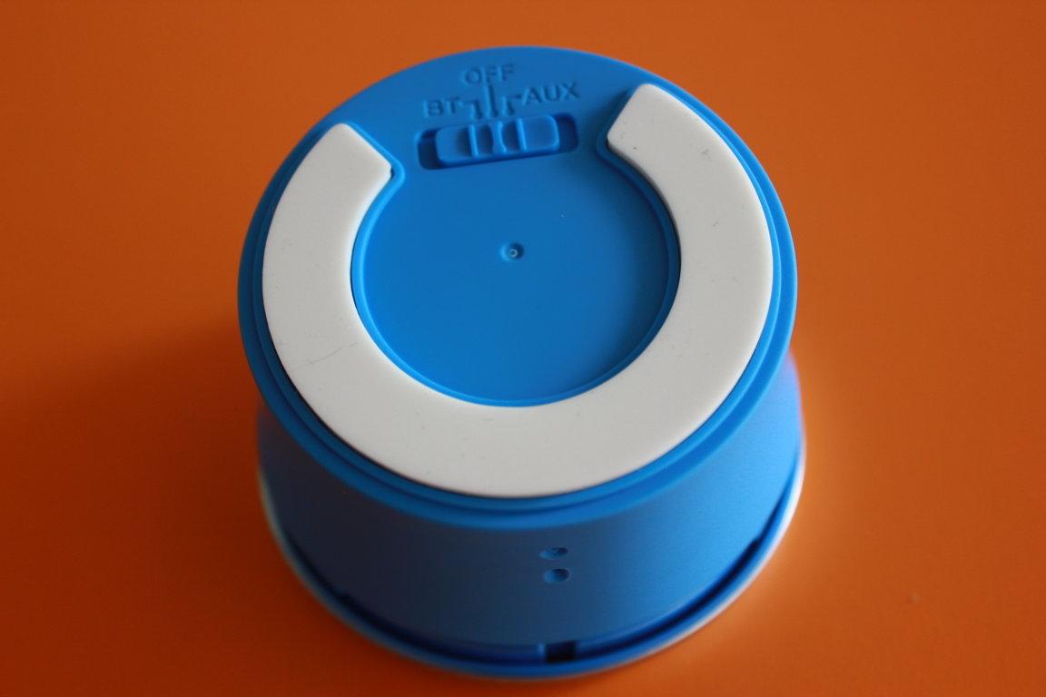 2 chức năng kết nối BT là Bluetooth, AUX là kết nối trực tiếp với cổng MciroUSB-3.5mm
