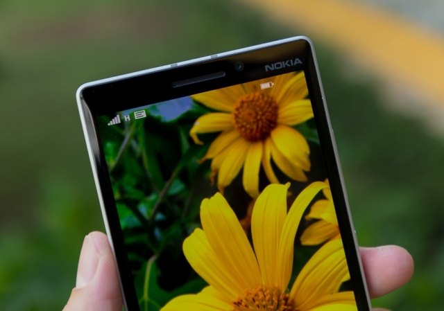Lumia 930 camera 1.2MP
