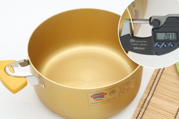 Bộ 3 Nồi Anod Vung Kính Sunhouse  SH8834 Màu Vàng (18cm, 22cm, 26cm)