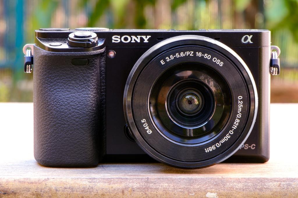 Máy ảnh Sony A6000 và 16-50mm
