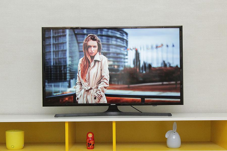 Smart Tivi LED Samsung UA40J5200 40 inch