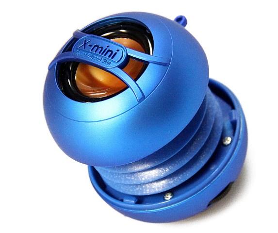 Loa X-mini UNO màu xanh dương rất nổi bật
