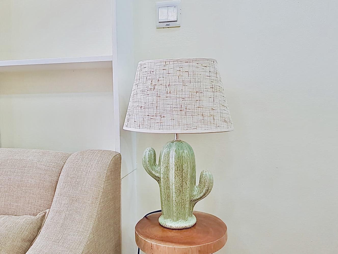 Đèn bàn hình cây xương rồng kiểu dáng độc đáo DY16463