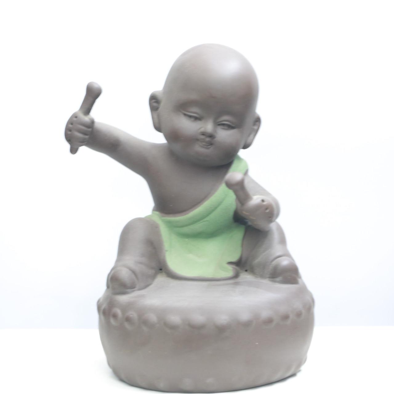 Tượng Chú Tiểu ngồi trên trống