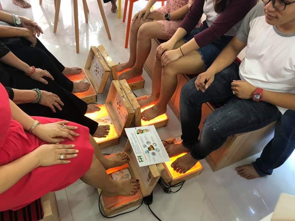 Đá muối massage hỗ trợ Trị liệu Himalaya chính hãng có 3 ngăn dùng để đặt chân và xông tinh dầu