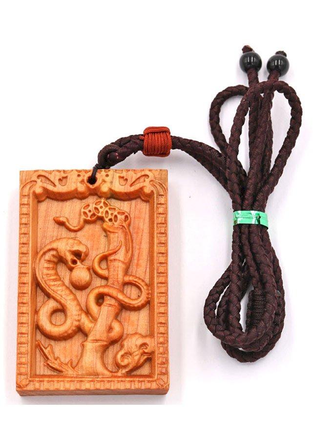 Vòng cổ mặt gỗ hoàng đàn khắc hình tuổi Tỵ DTT12